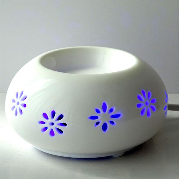 Chaleur douce blanc ajouré fleurs bleues